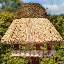 930415-voss-garden-vogelhaus-foehr-rund-mit-reetdach.jpg