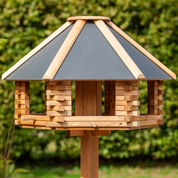 """VOSS.garden """"Tofta"""" - hochwertiges Vogelhaus aus Holz mit Metalldach, inkl. Ständer"""
