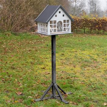 930366-01-voss-garden-belau-fachwerk-vogelhaus-mit-standfuss.jpg