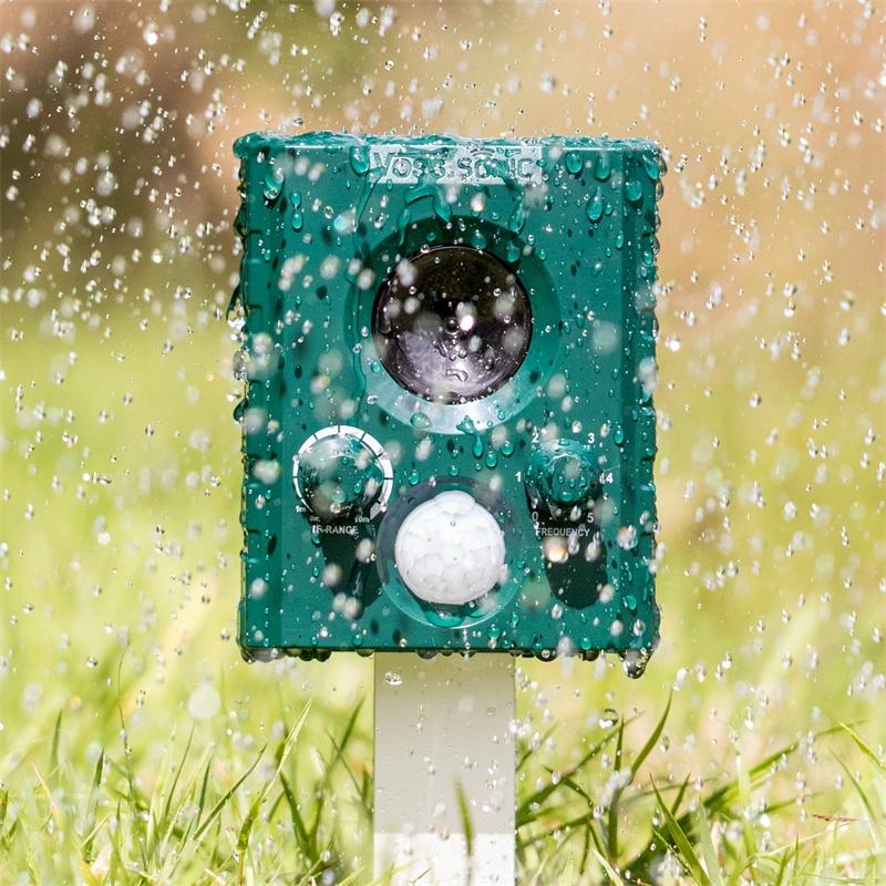 45016.2-voss-sonic-1000-ultraschall-katzenschreck-im-regen.jpg