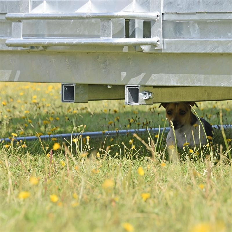 503903-voss-farming-viereckraufe-mit-sicherheitsbuegel-und-traktoraufnahme.jpg