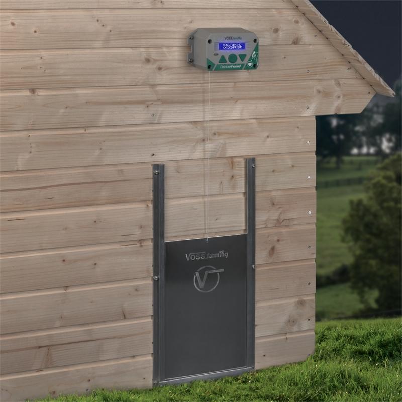 561820-voss-farming-elektrische-huehnerklappe-am-stall.jpg