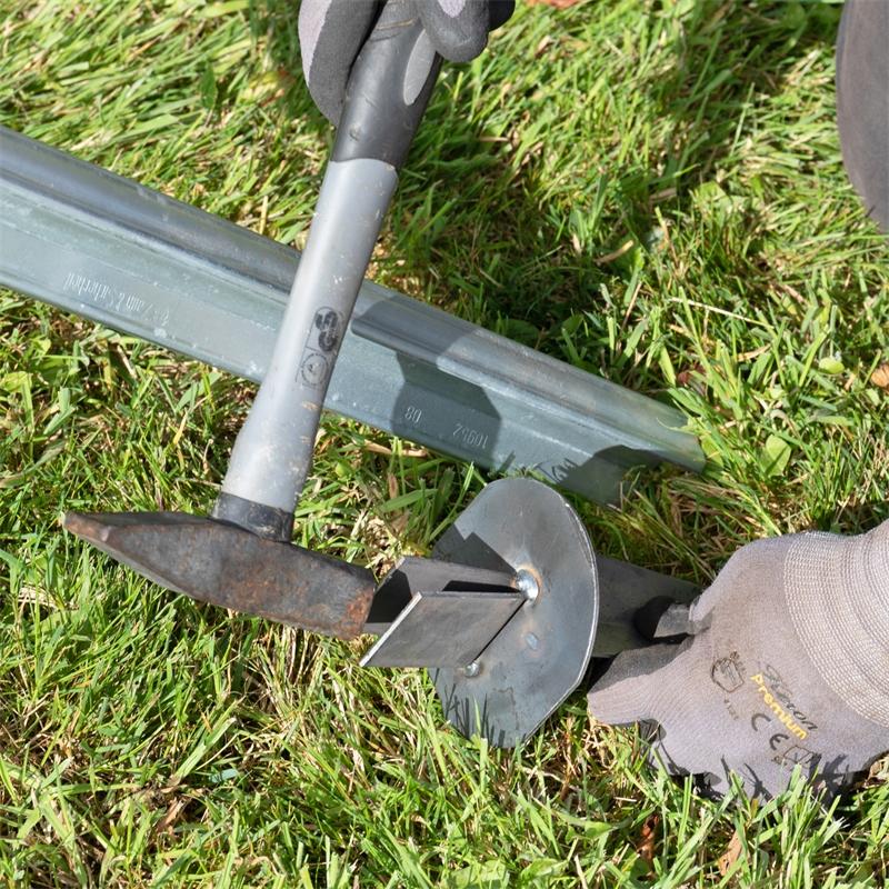 68610-voss-farming-erdteller-auf-z-profilpfahl-stecken-2.jpg