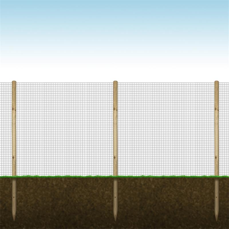 72152-voss-farming-holzpfaehle-volierendraht-aufgebaut.jpg