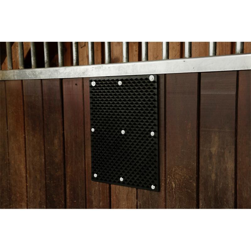86174-2-kerbl-flexible-kratzmatte-angebracht-an-box.jpg