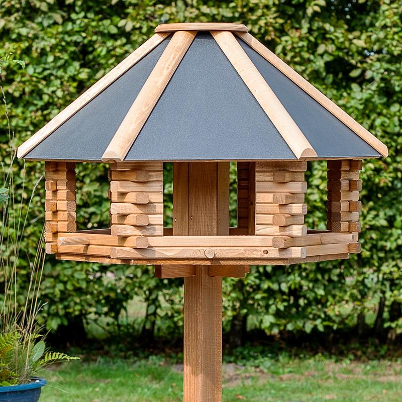 930300-voss-garden-vogelhaus-gross-tofta-mit-blechdach.jpg