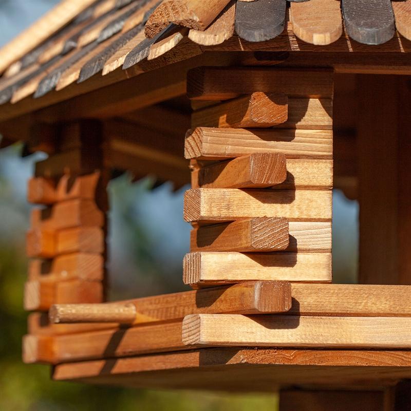 930305-5-voss-garden-vogelfutterhaus-Herbstlaub-besonders-schick.jpg