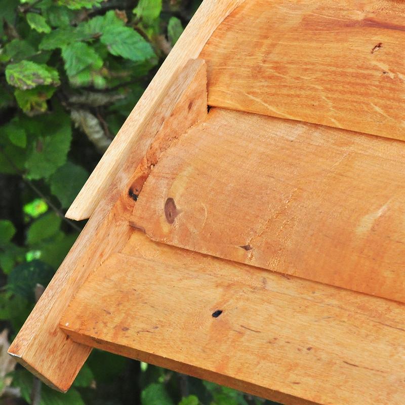 930310-Vogelhaus-mit-Holzdach-ideal-fuer-das-ganze-Jahr.jpg