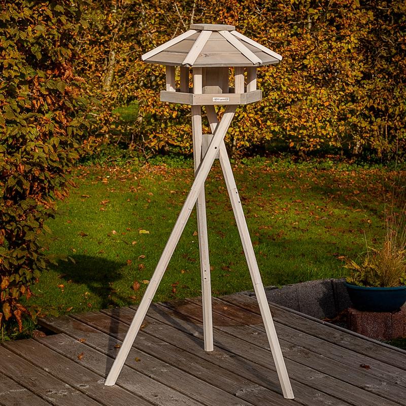 930330-2-voss-garden-vogelhaus-mit-kreuzstandfuß-weiß.jpg