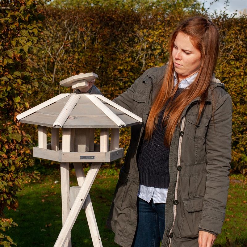 930330-voss-garden-vogelhaus-valbo-in-weiß-mit-futterschornstein.jpg
