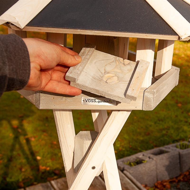 930332-7-voss-garden-norja-vogelhaus-mit-bodenplatte-fuer.eine-einfache-reinigung.jpg