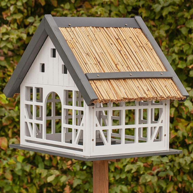 930362-voss.garden-fachwerk-vogelhaus-futterhaus-lindau-mit-reetdach.jpg