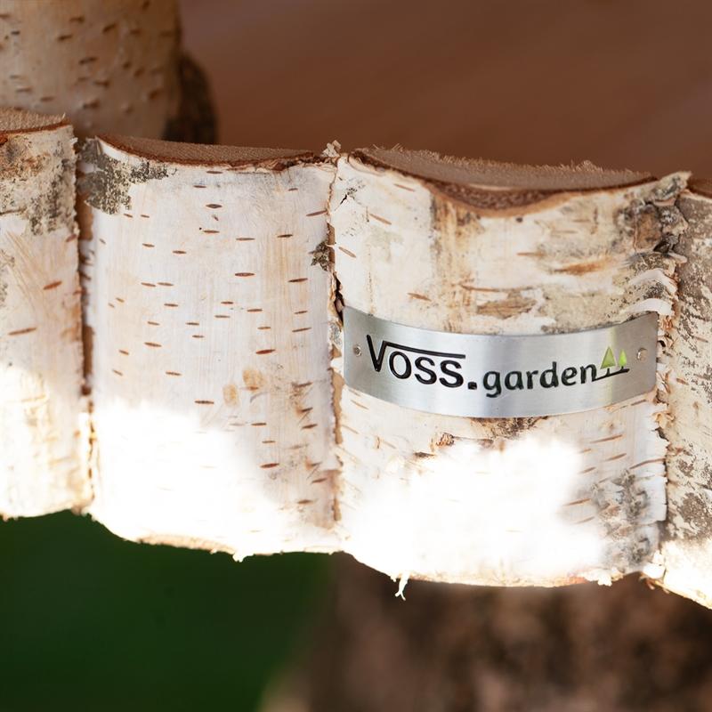 930415-voss-garden-futterhaus-mit-reetdach-fuer-vogel.jpg