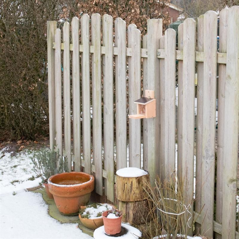 930750-voss-garden-eichhoernchen-futterhauszum-aufhaengen.jpg