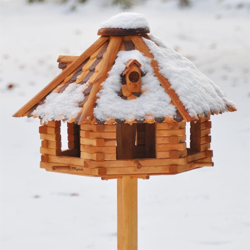 Voegelhaus-aus-Holz-gross-fuer-den-Garten-VOSS-garden-Winter.jpg