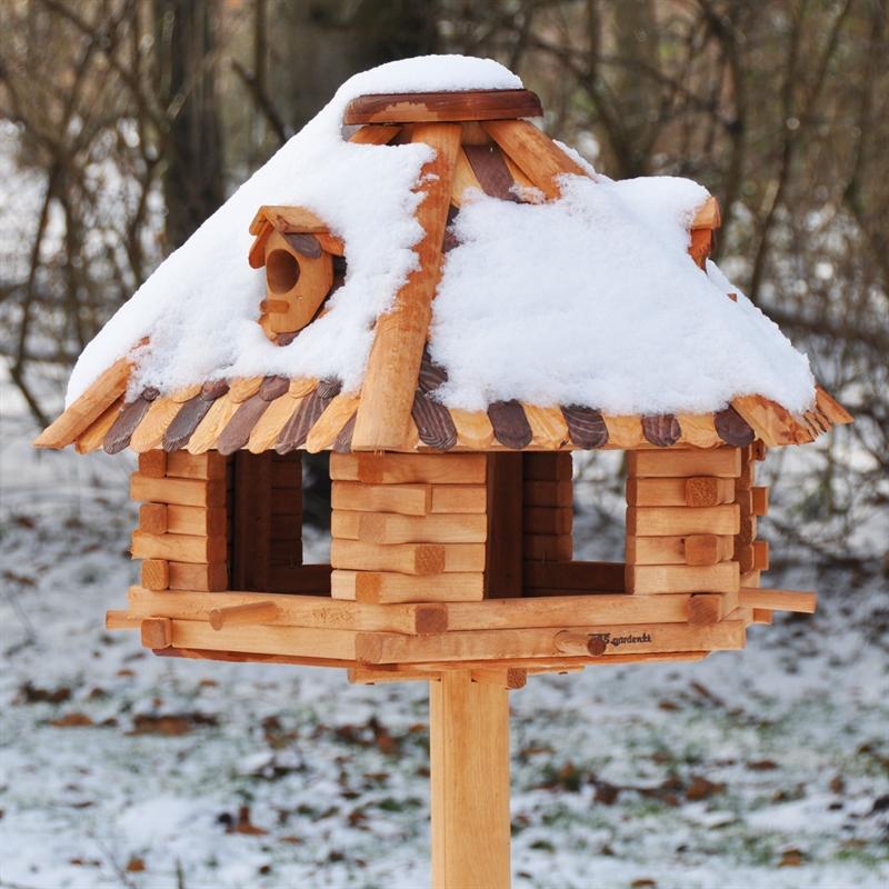 grosses-Vogelshaus-aus-massivem-Holz-garden.jpg